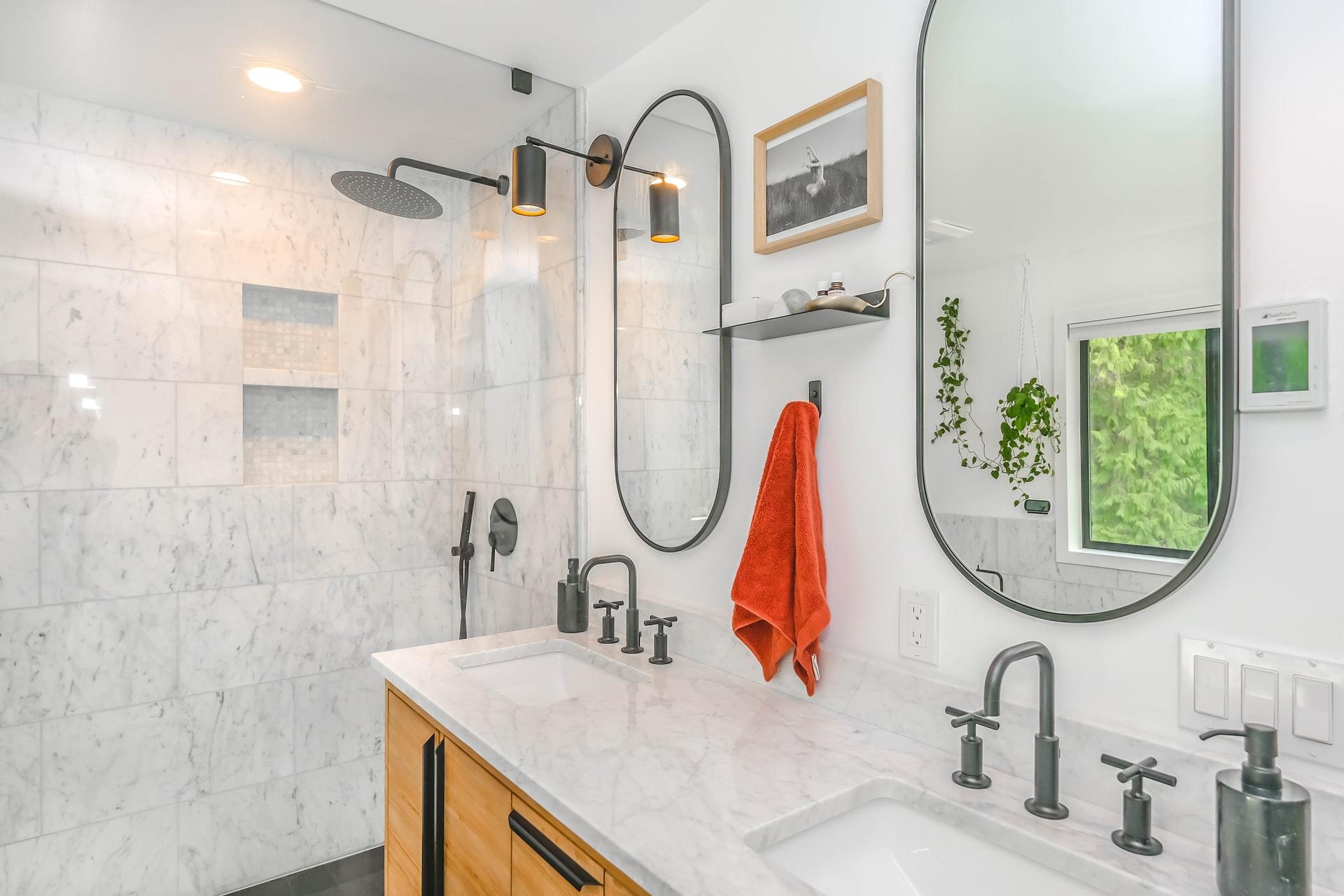 Spiegelheizung im Badezimmer